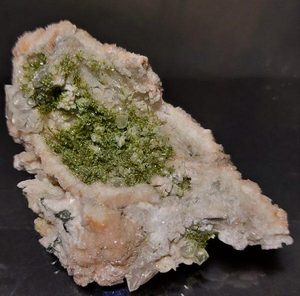 Epidot, Pumpellyitt(Mg), Albitt og Kalsitt